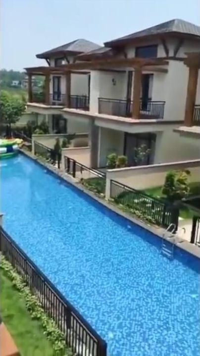 中国の住宅地の共有プール01