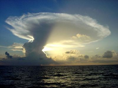 天地創造か終末のような空模様05