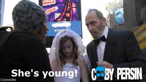 65歳の男性と12歳の少女が結婚式02