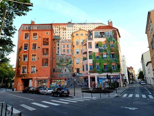 ゴミのポイ捨てが減ったフランスの建物03