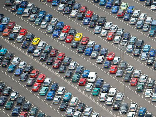 幾何学的な駐車場01