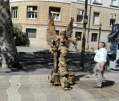 銅像パフォーマンス04