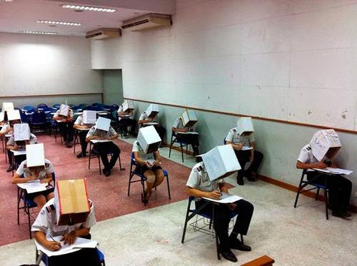 海外の教師たちのカンニング防止02