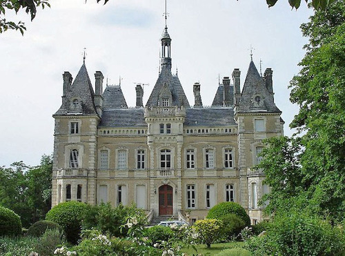 ヨーロッパのお城のような家 D01