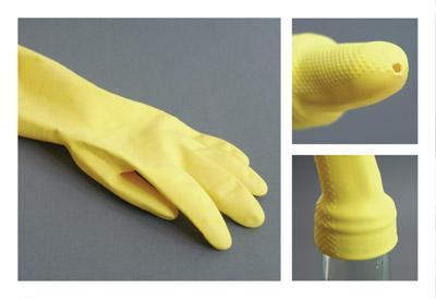 黄色いゴム手袋の指先に穴を開けてビンに装着-くだらない笑える面白いリサイクル15