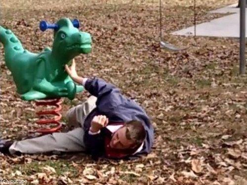 大人が公園の遊具で遊ぶべきではない理由05
