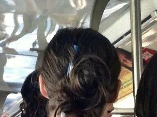 ペンを髪留めにしないほうがいい00