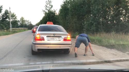 ポイ捨て客とタクシー運転手03