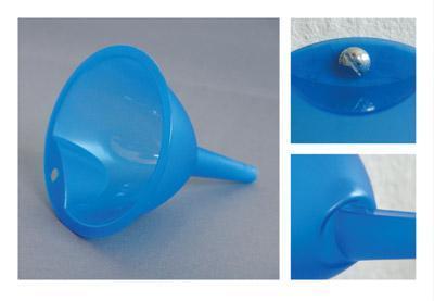 ろ過じゃなくて、水を集めるやつの青いやつをねじ止め-くだらない笑える面白いリサイクル11