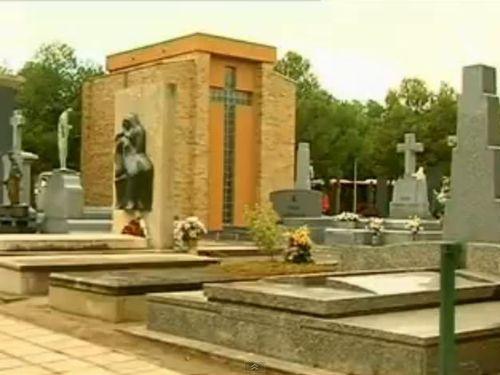 スペインの墓地00