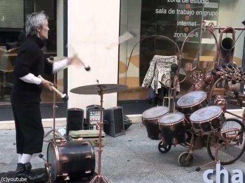 スペインのジャグリングドラマー01