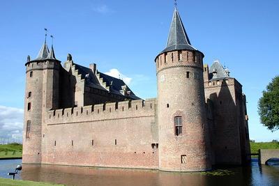 堀のある城13