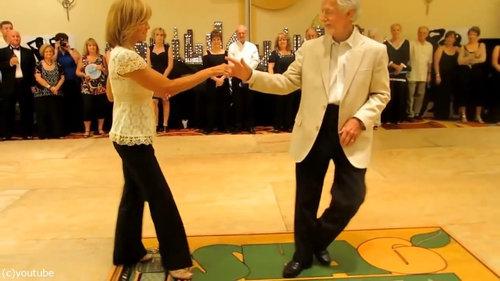 カッコいいお年寄りのダンス01