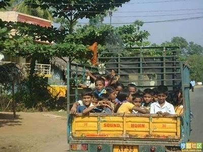 インドのスクールバス09