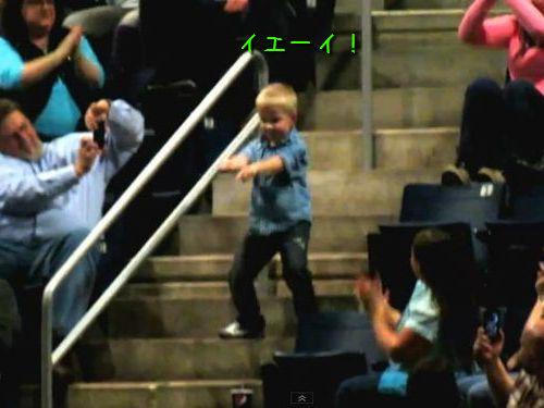 コンサート会場で男の子がダンス00