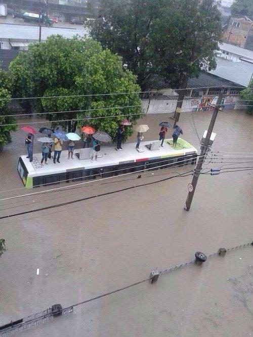 大雨のリオ・デジャネイロ02