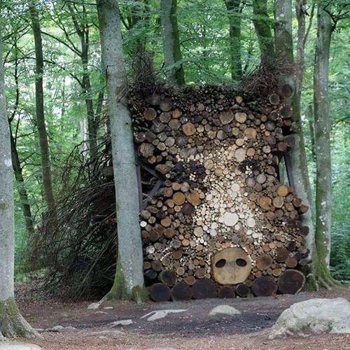 木材積みアート04