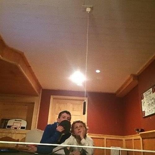 天井からスマホの充電01