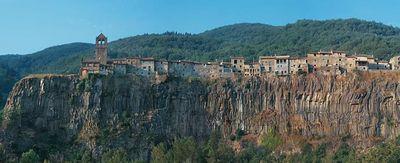 今にも落ちそうな断崖絶壁にある4つの町31