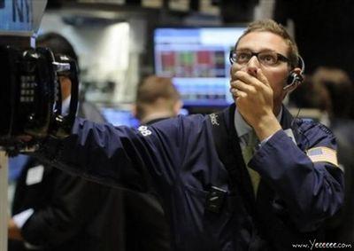 職場で嘆く男たち…金融危機の悲劇17