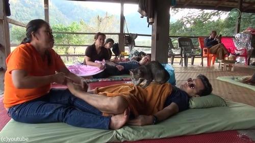 タイの猫マッサージ師04