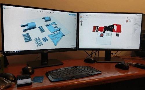 3Dプリンターで息子の義手を作るパパ02