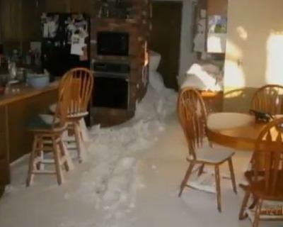 雪が家の中まで03