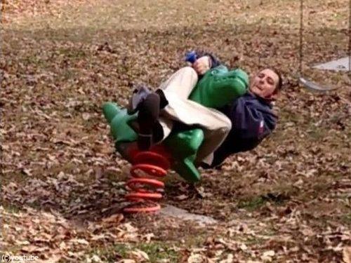 大人が公園の遊具で遊ぶべきではない理由03