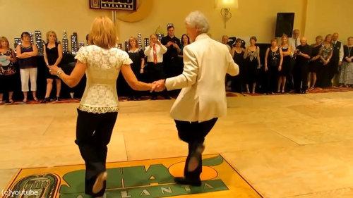 カッコいいお年寄りのダンス05