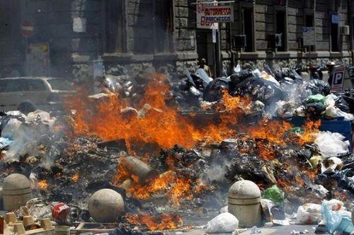 ゴミの街ナポリ06