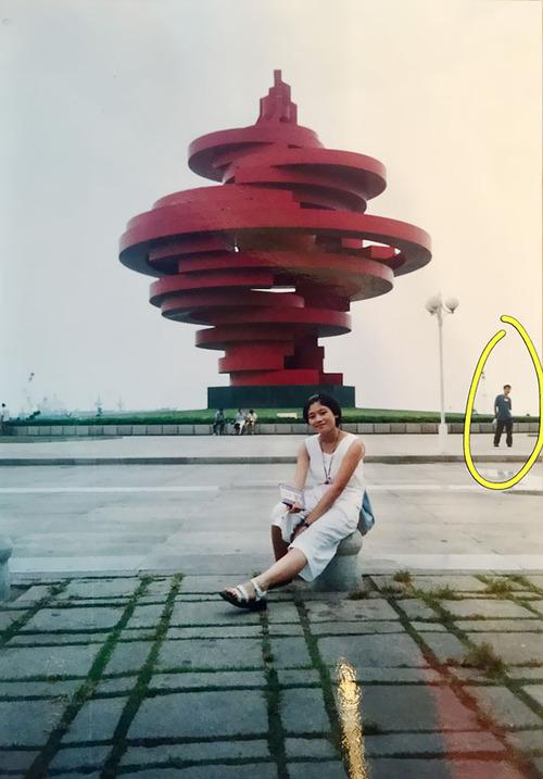結婚した2人、11年前に同じ写真に写ってた01