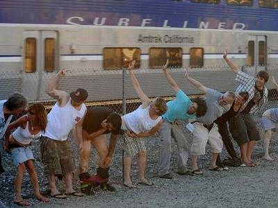 電車にお尻を見せる奇怪なイベント00