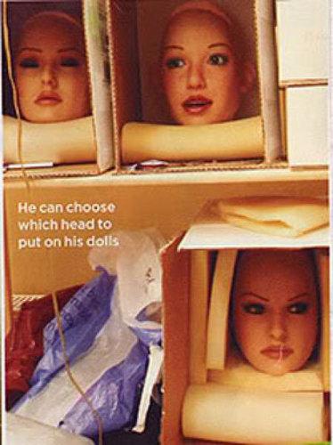 人形の妻9人と結婚したイギリス人11