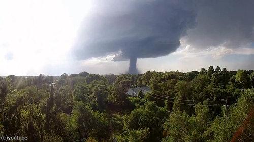 ドローンで巨大竜巻を撮影01