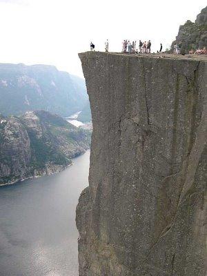 ノルウェーの断崖絶壁「プレーケストーレン」04