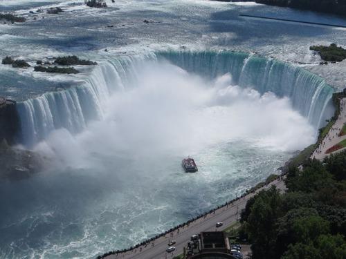 ナイアガラの滝から落ちた男性、助かる01