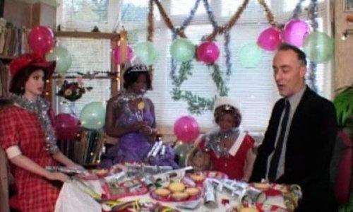 人形の妻9人と結婚したイギリス人06