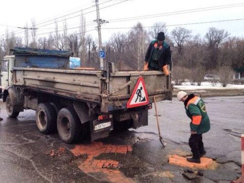 ロシア流の道路補修01