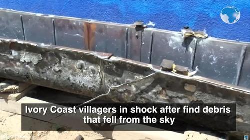 中国製ロケットの破片、コートジボワールに落下03