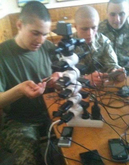 ロシア軍人のスマホ充電12