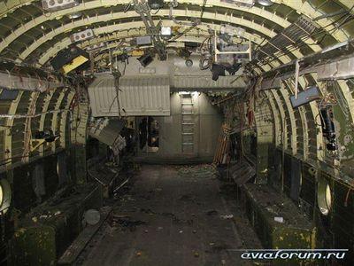 森に捨てられたロシアの輸送機09