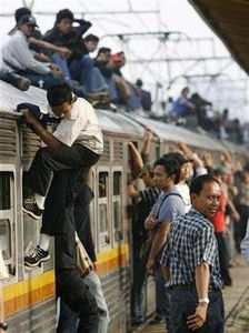 電車の上に乗る人々を防止するために考えた苦肉の策