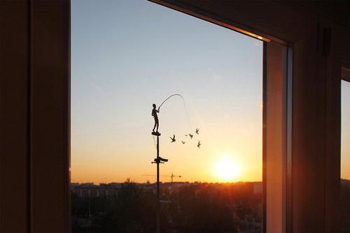 窓にシルエット07