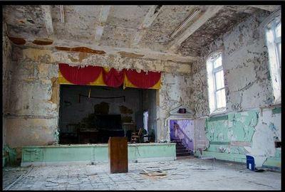 廃墟となった劇場08