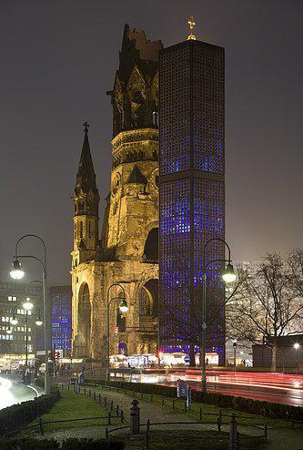 フランクフルトの対照的な2つの建物04