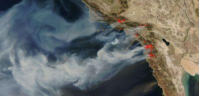 カリフォルニアの山火事の衛星写真01