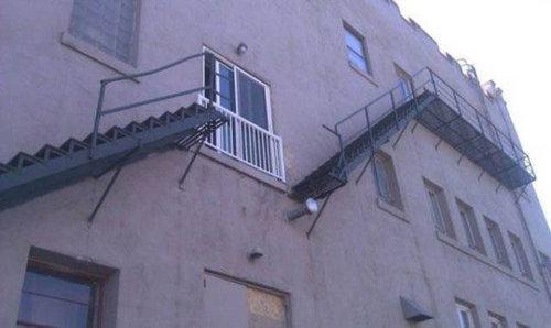 残念な建物09