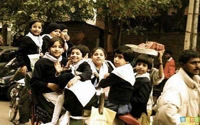 インドのスクールバス07