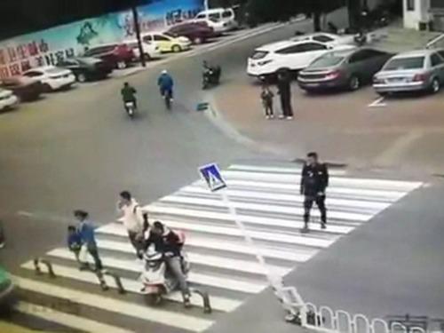 横断歩道の予想外の事故03