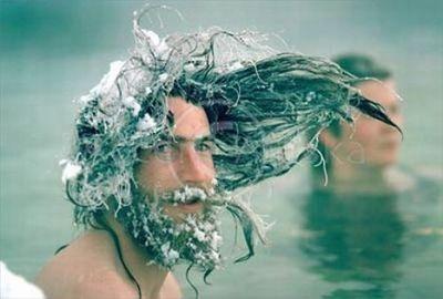 マツゲや髪まで凍った人02